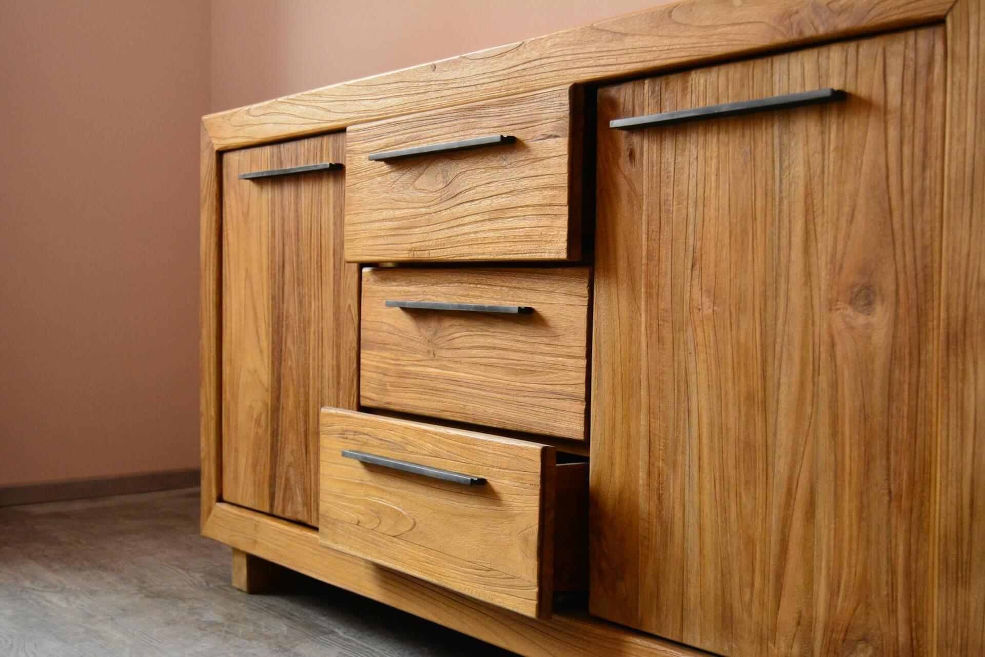 Stylový dřevěný nábytek